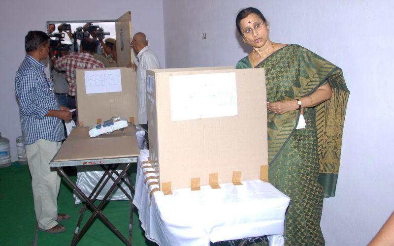 Wife of Andhra Pradesh Governor ESL Narasimhan, Vimala Narasimhan casts her vote at Anganwadi Center (ICDS) Rajnagar polling booth during the seventh phase of 2014 Lok Sabha Polls in Hyderabad on ...