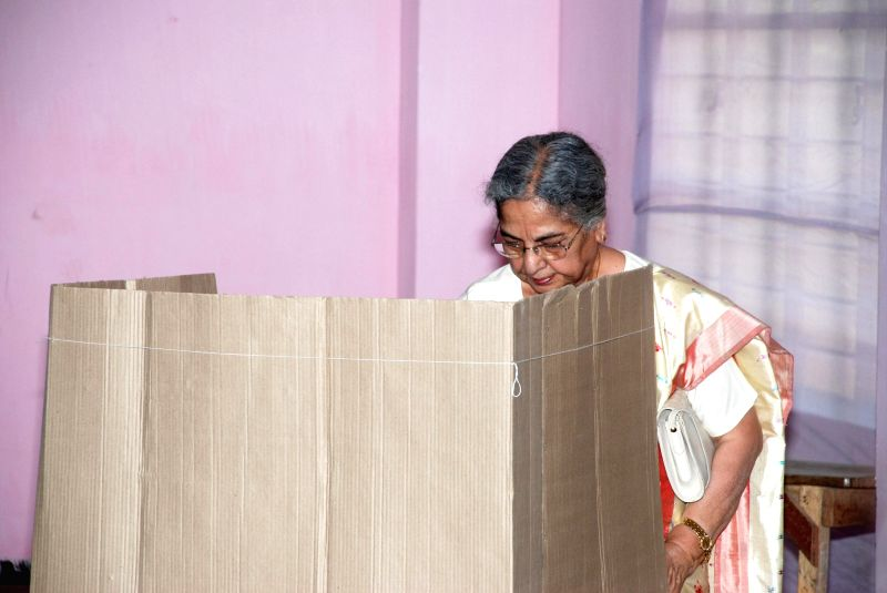 Wife of Prime Minister Manmohan Singh, Gursharan Kaur casts her vote at a polling booth during the sixth phase of 2014 Lok Sabha Polls in Guwahati on April 24, 2014. - Gursharan Kaur