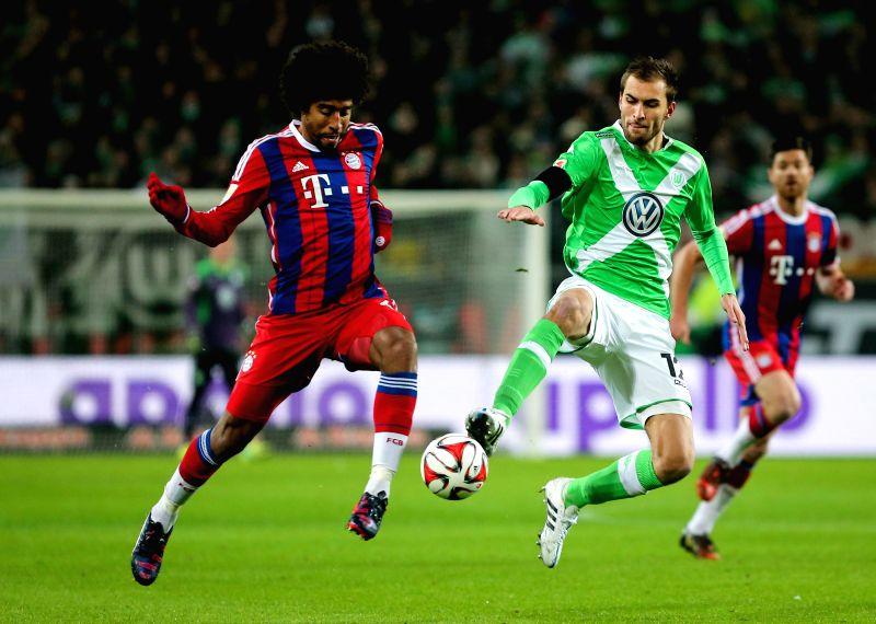 Bas Dost (R) of Wolfsburg vies with Bayern Munich's Dante during their German first division Bundesliga football match in Wolfsburg, Germany, on Jan. 31, 2015. ...