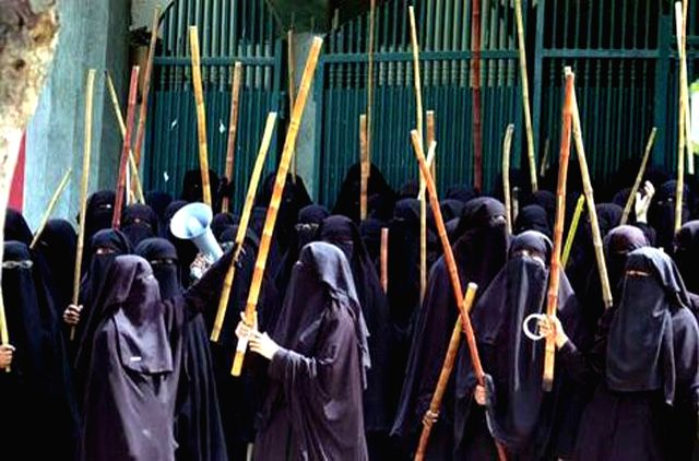 Women\'s Islamism in action: The students of women\'s seminary in Islamabad\'s Lal Masjid at the height of its controversy