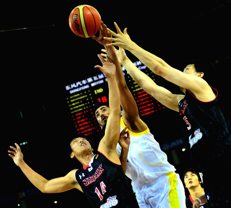 India's Amjyot Singh(C) competes during the match between Japan and India in the 5th FIBA Asia Cup basketball tournament in Wuhan, capital of central China's Hubei ... - Amjyot Singh