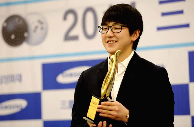 Xi'an (China): South Korea's Kim Ji-seok holds the Samsung Cup after defeating Tang Weixing of China in the final of Samsung Cup World Open Baduk Championship in Xi'an, capital of northwest China's ..