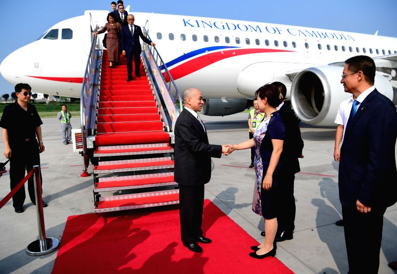 XI'Cambodian King Norodom Sihamoni (C) arrives in Xi'an, capital city of northwest China's Shaanxi Province, Aug. 3, 2016. The king will have a three-day visit in ...