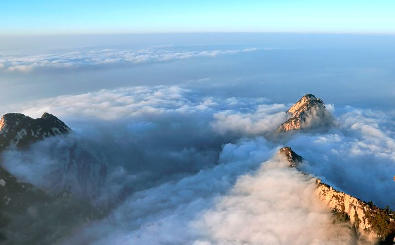 XI'The Huashan Mountain is surrounded by cloud and fog in northwest China's Shaanxi Province, Nov. 14, 2015.