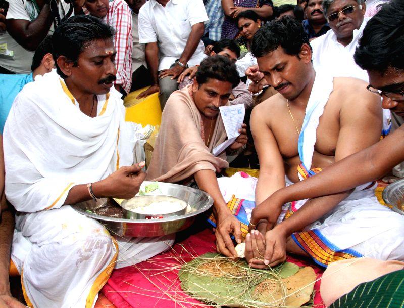 Y S R Congress chief YS Jaganmohan Reddy performs rituals at Subramanyeshwara Ghat in Kovvur, Andhra Pradesh on July 15, 2015.