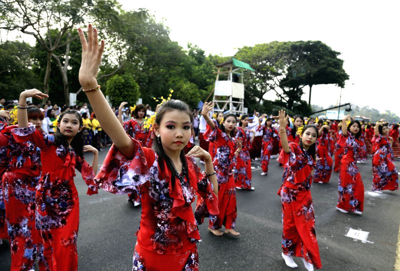 Dancers perform during the opening ceremony of water festival in Yangon, Myanmar, April 13, 2014. Myanmar's traditional Thingyan Water Festival kicked off in Yangon