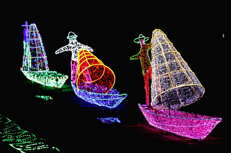 YANGON, Dec. 7, 2017 - The Dream World Lighting Festival is held at the People's Park in Yangon, Myanmar, Dec. 7, 2017.