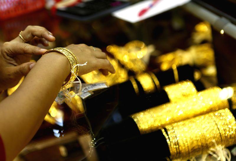Yangon July 14 2016 A Customer Chooses Gold Bracelets At Jewellery