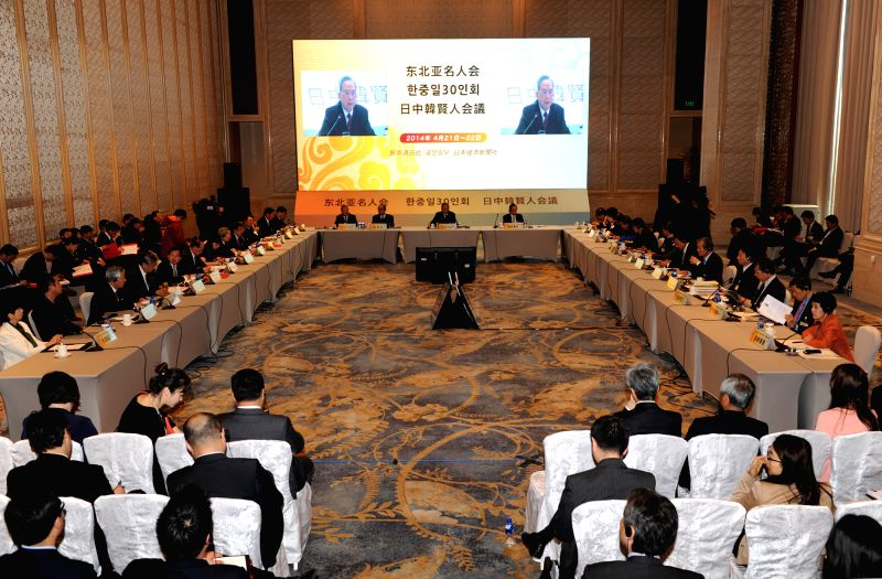 The first planery meeting of the ninth session of the Northeast Asia Trilateral Forum is held in Yangzhou, east China's Jiangsu Province, April 22, 2014. The ...