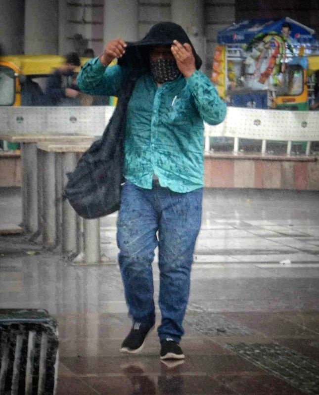 Yet another IMD prediction wrong, Delhi reels under heatwave, humidity.