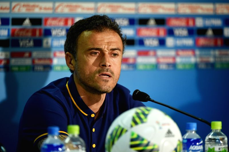 YOKOHAMA, Dec. 16, 2015 (Xinhua) -- Barcelona's head coach Luis Enrique speaks during a press conference in Yokohama, Japan on Dec. 16, 2015. The European champion club team of Spain will fight against the Guangzhou Evergrande FC of China in the Club