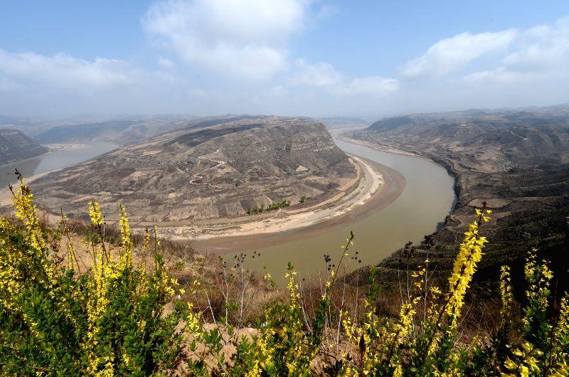 Photo taken on April 9, 2015 shows the Xianren bend of the Yellow River in Yonghe County, north China's Shanxi Province. (Xinhua/Yan Yan) (wyo/IANS))