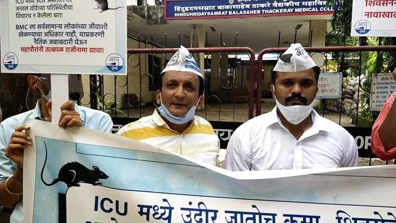 Youth bitten by rat in BMC hospital dead, AAP demands action (Lead).
