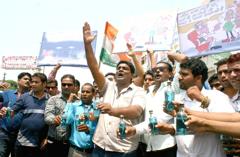 Youth Congress activists raise slogans against Madhya Pradesh Chief Minister Shivraj Singh Chouhan as they stage a demonstration to protest against shortage of electricity in Bhopal on Aug 26, 2014. - Shivraj Singh Chouhan