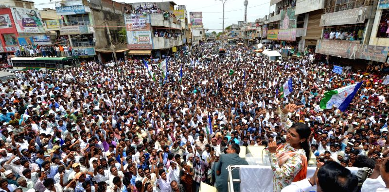 YSR Congress leader Y. S. Sharmila during a rally in Vijayawada of Andhra Pradesh on May 2, 2014.