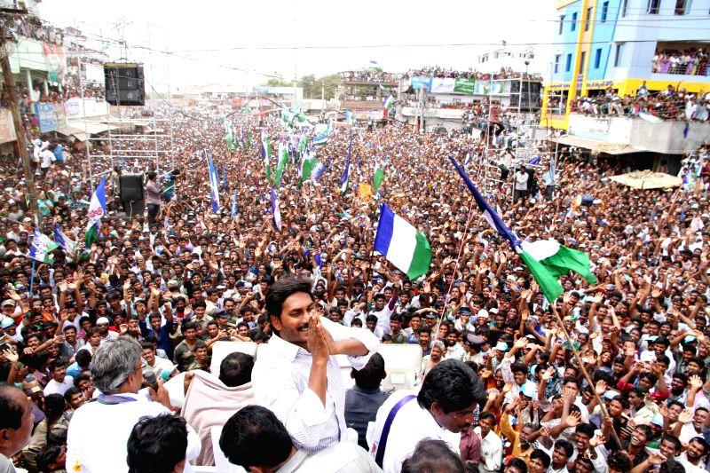 YSR Congress president YS Jaganmohan Reddy during a rally in Tiruvuru of Andhra Pradesh on May 2, 2014. - Jaganmohan Reddy
