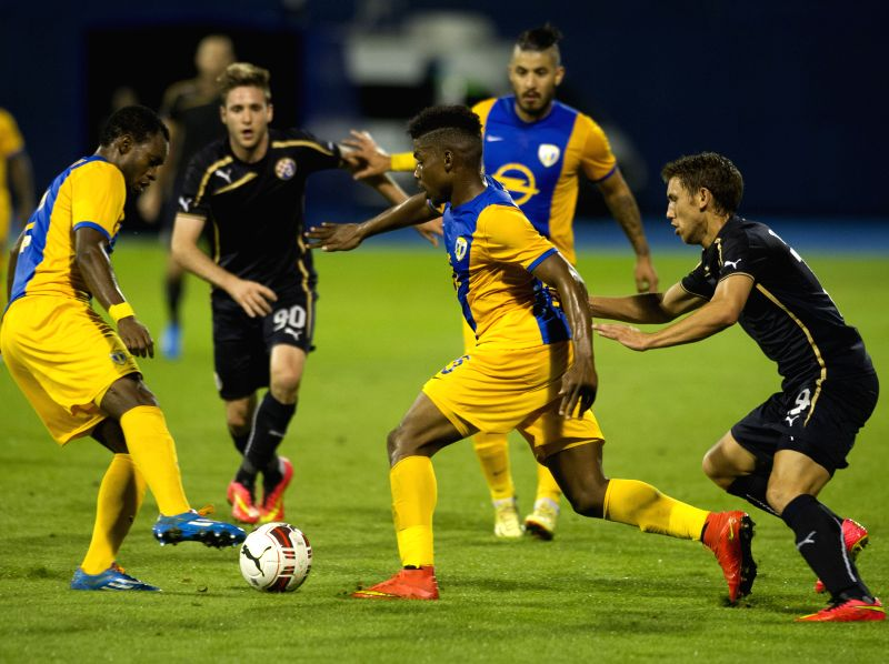 Sony Mustivar (3rd L) of Petrolul Ploiesti vies for the ball against Josip Pivaric of Dinamo Zagreb (1st R)  during UEFA Europa League play-offs soccer match at the .