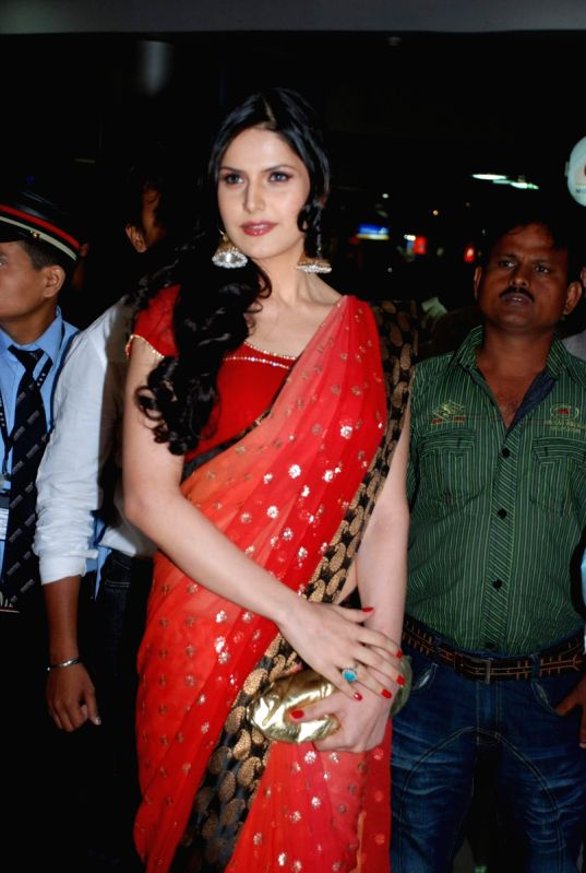 zarine khan of veer unveiled at fame malad
