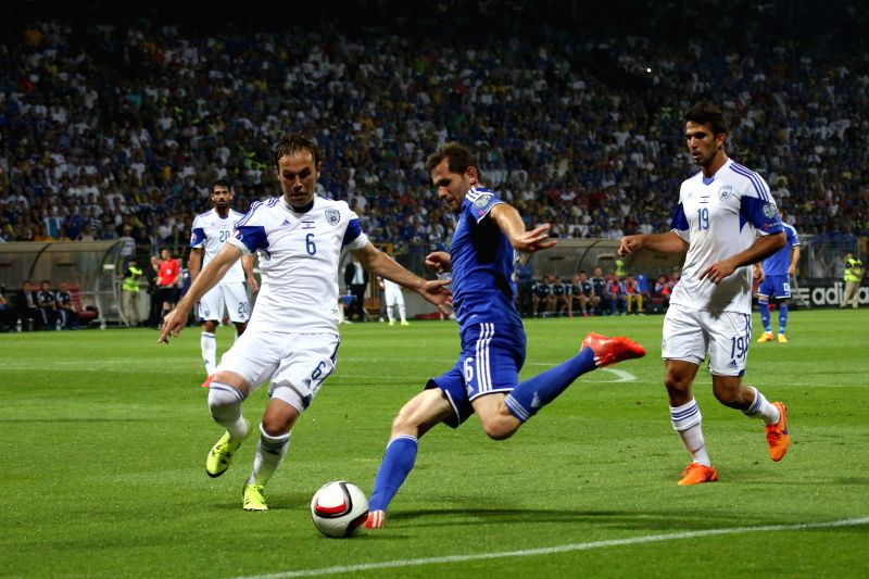 Senad Lulic (C) of Bosnia and Herzegovina (BiH) vies for the ball during UEFA EURO 2016 qualifying match against Israel in Zenica, BiH, on June 12, 2015. BiH won ...
