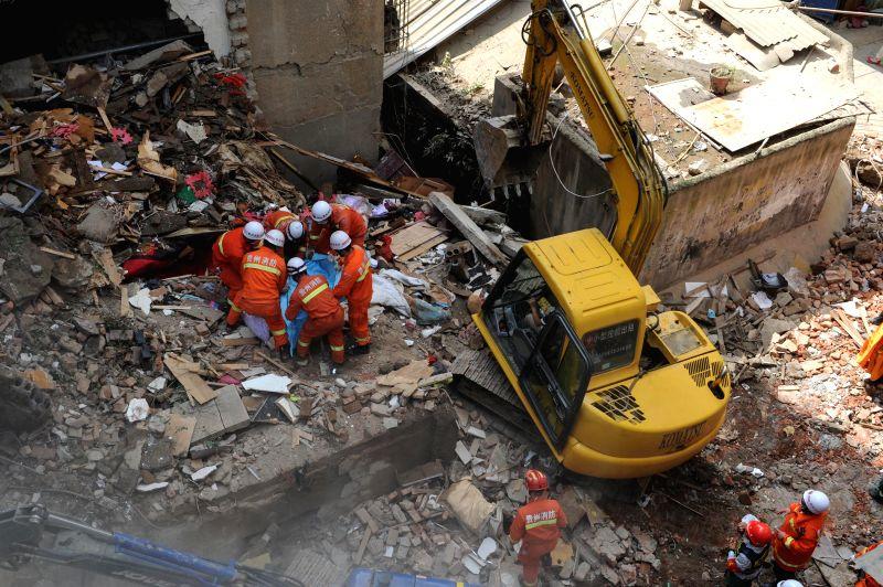 Zunyi China  City new picture : CHINA GUIZHOU ZUNYI RESIDENTIAL BUILDING COLLAPSE