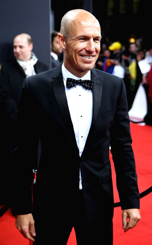 Arjen Robben of the Netherlands poses on the red carpet ahead of the 2014 FIFA Ballon d`Or award ceremony in Zurich, Switzerland, Jan. 12, 2015. (Xinhua/Zhang ...