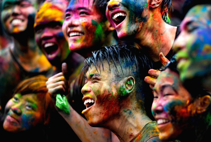 March 31, 2013 - Kuala Lumpur, Malaysia - People smeared with colored powder pose for photographs during Holi festival celebrations at the Shree Lakshmi Narayan temple in Kuala Lumpur. (Credit Image: