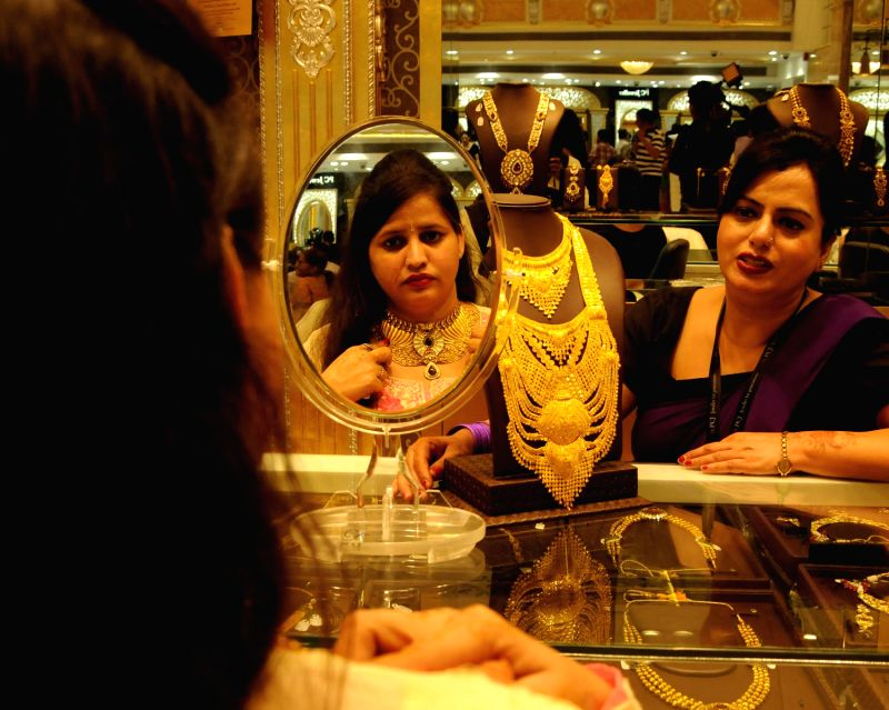 Women buy gold jewellery on Dhanteras in New Delhi on Nov.1, 2013.
