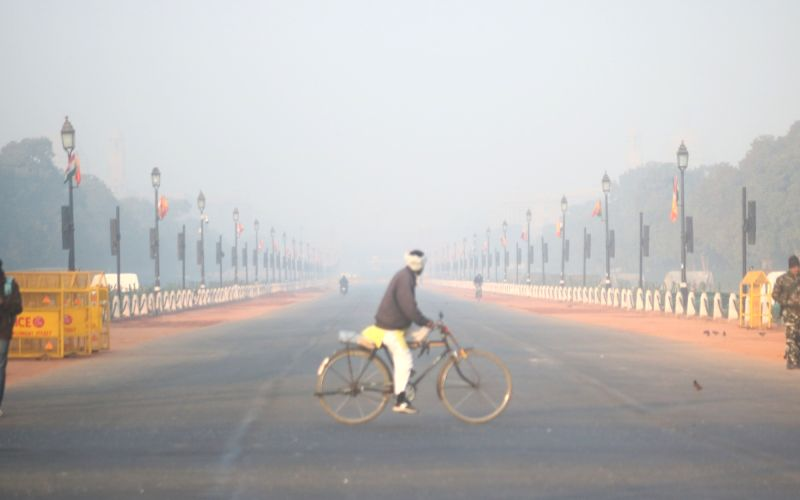 Fog affects air, rail traffic in Delhi, 8 flights diverted