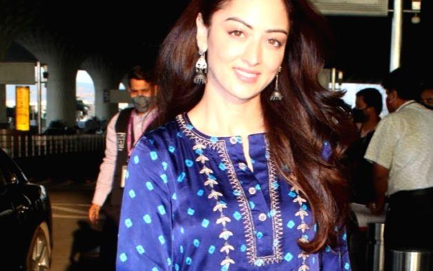 : Mumbai:Actress Sandeepa Dhar spotted at Mumbai Airport