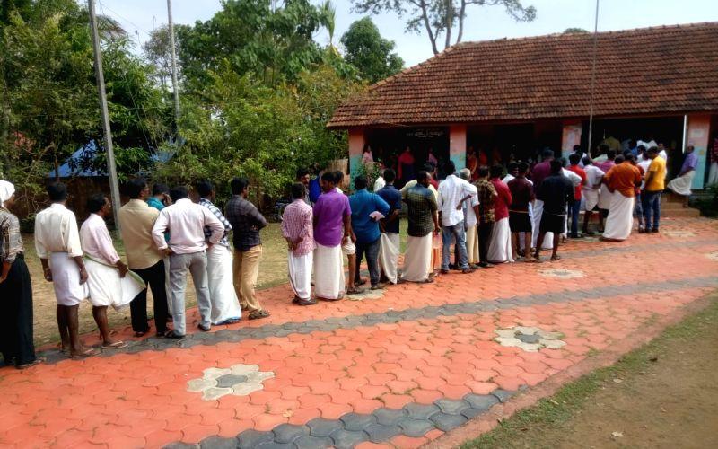 43% voting in Wayanad, 39% in Gandhinagar