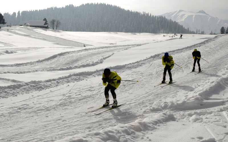 Army plans skiing trips i