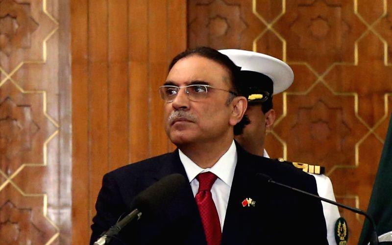 Pakistan government to file reference seeking Zardari's disqualification