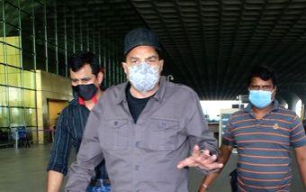: Mumbai: Dharmendra Spotted at Airport Departure