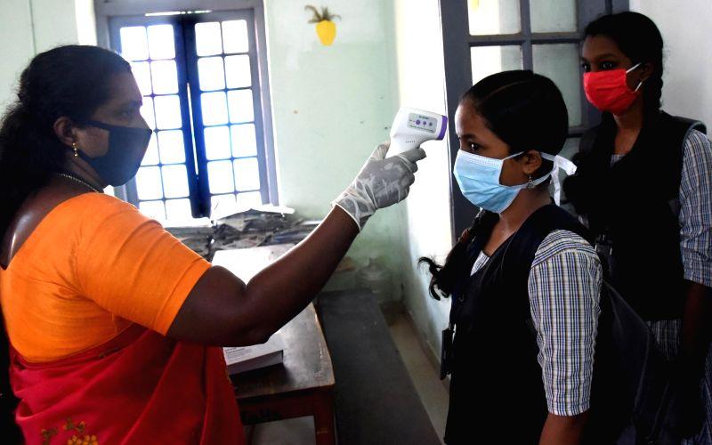 Covid-19 cases continue to decline in Kerala