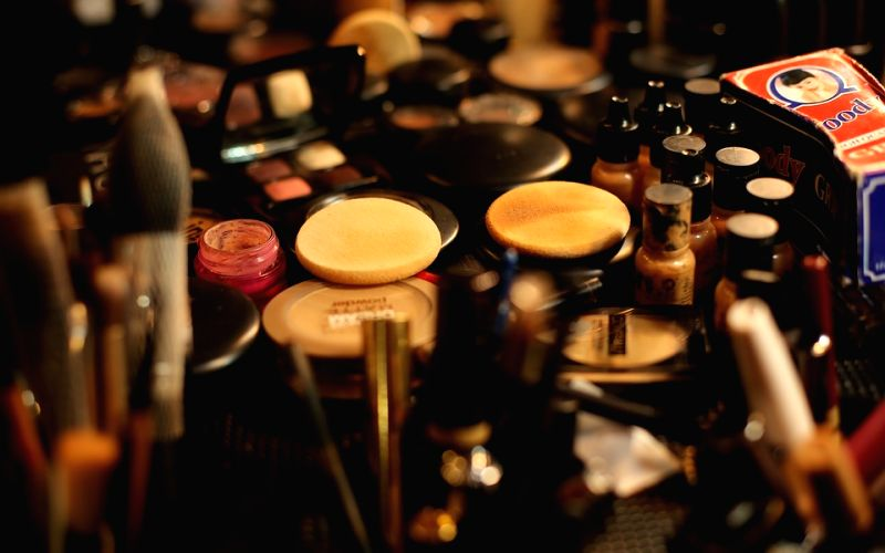 Make-up kit essentials fo