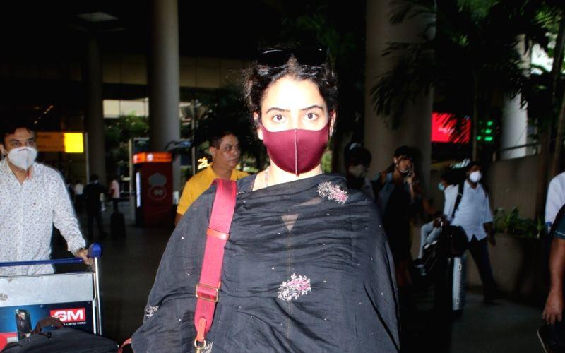 : Mumbai: Sanya Malhotra Spotted at Airport Arrival
