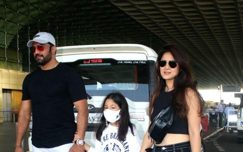 : Mumbai: Sharad Kelkar With Family Spotted at Airport Departure in Mumbai
