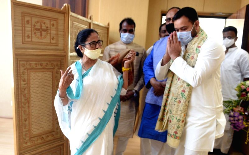 Tejashwi meets Mamata, promises her support