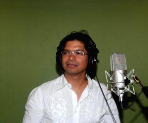 "10 top musicians jam for animation film ""Mo Mamo"" at  Aadesh Shrivastava studio, Juhu."