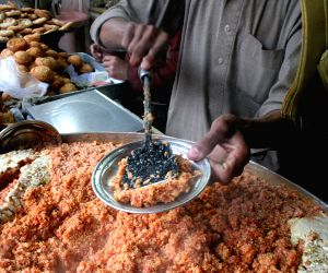 PAKISTAN PESHAWAR WINTER FOOD