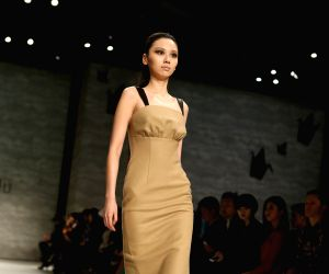 U.S.-NEW YORK-FASHION WEEK-VIVIENNE HU
