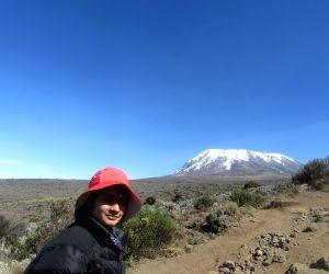Tanzania (Africa): Hisar Teen Girl Shivangi Pathak Scales Mount Kilimanjaro