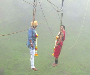 Maharashtra couple tie knots 600 feet above ground!