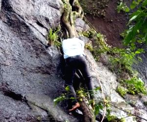 Raigad (Maharashtra): 32 M'rashtra varsity staffers die as bus plunges in ravine