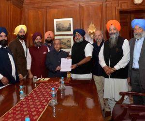 Sukhbir Singh Badal calls on President Mukherjee