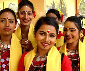 A Folk Artist from Orissa at the Surajkund Crafts Mela in Faridabad on Sunday New Delhi,31 Jan 2010.