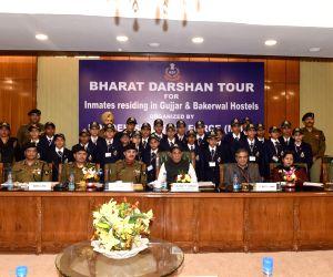 Students from Jammu on Bharat Darshan Tour meet Rajnath Singh