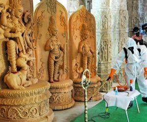 Mamata Banerjee inaugurates Ahiritola Durgotsav on the eve of Durga Puja celebrations