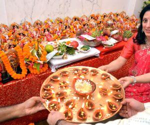 a-lady-celebrates-diwali-in-kolkata-on-oct