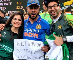 Indian fan supporting 'neighbour' Pakistan wins hearts